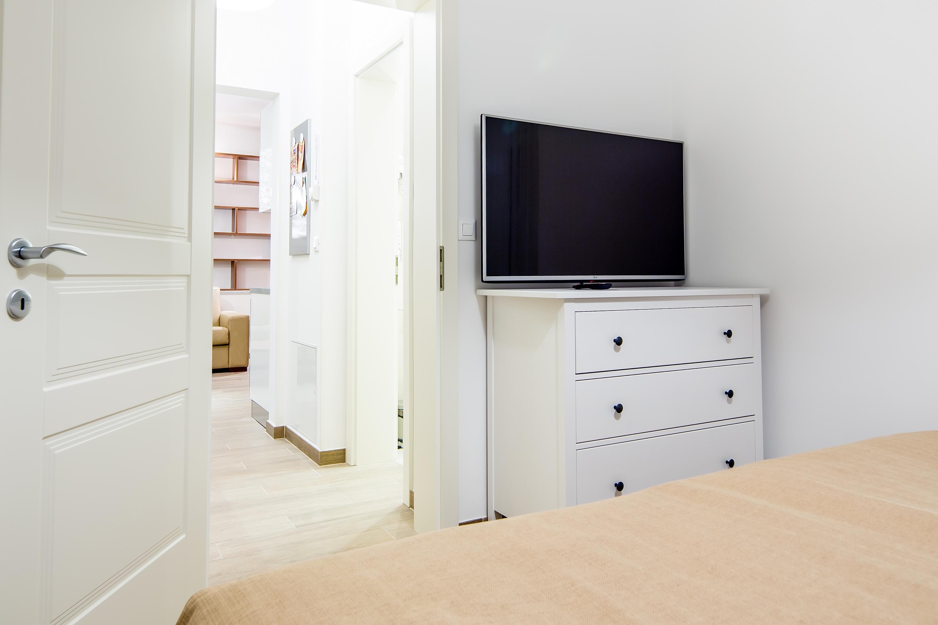 Apartment 104 TV